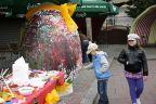Jajo gigant pomalowane, a mniejsze zjedzone