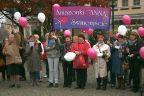 Białe i różowe baloniki do nieba