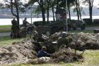 Rekonstrukcja bitwy z miasteczkiem historycznym w tle